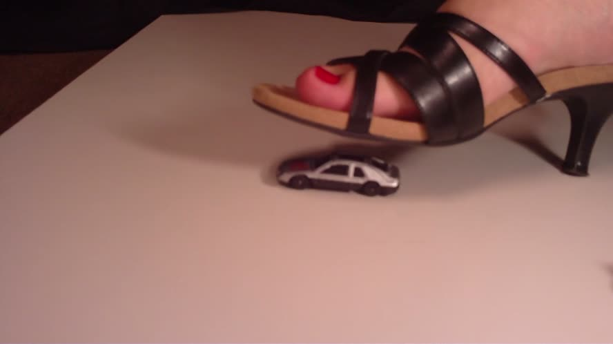 Crushing cars with my heels - transvestite